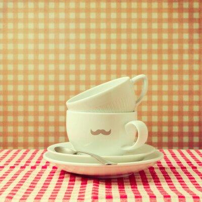 Картина Кофейные чашки с битник усами на проверяемой скатерти