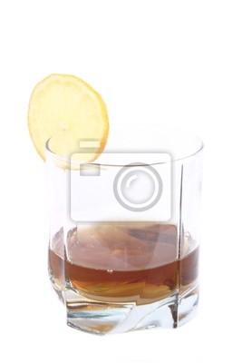 Коньяк в стакане, с лимоном
