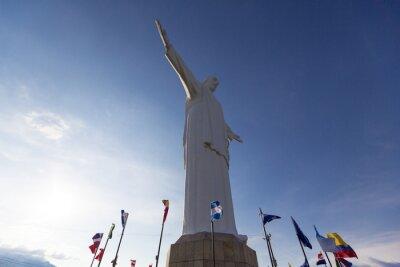 Картина Кристо-дель-Рей статуя Кали с мировыми флагами и голубое небо, Col
