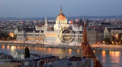Набережная Дуная и венгерский парламент Вечером.