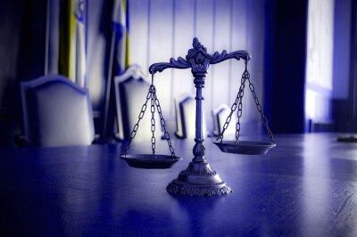 Картина Декоративные весы правосудия в зале суда