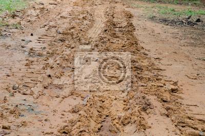 Грязные дороги с грязью после дождя