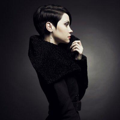 Картина Элегантная дама в пальто