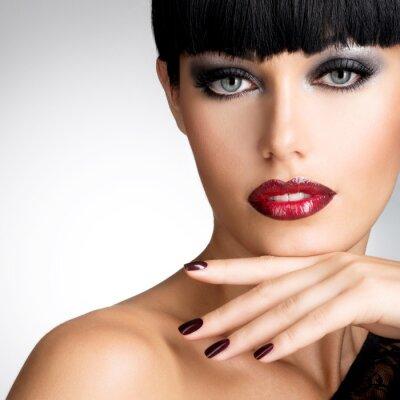 Картина Лицо женщины с красивыми темными когтями и сексуальные красные губы