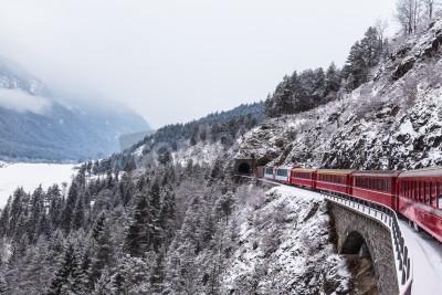 Картина Знаменитый экскурсионный поезд в Швейцарии, Ледниковый экспресс зимой