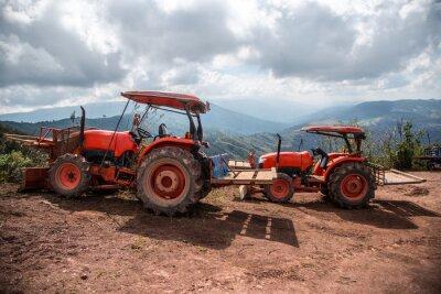 Картина Фермер с посевными посевами трактора