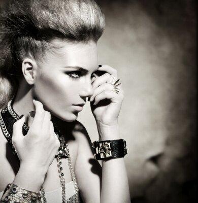 Картина Мода Рокер Стиль Модель портрет девушки. Черно-белое изображение