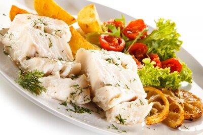 Картина Рыба блюдо - вареные филе рыбное, печеный картофель и овощи