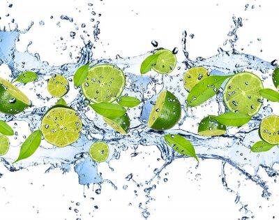 Картина Свежие лаймы в плеск воды, изолированные на белом фоне