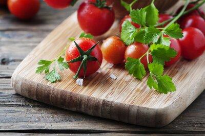 Картина Свежий красный помидор с зеленью петрушки