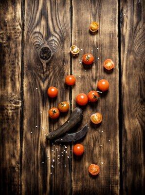 Картина Свежие помидоры и старый нож.