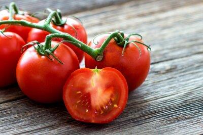 Картина Свежие помидоры на фоне дерева