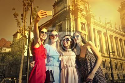 Картина Friends doing a selfie