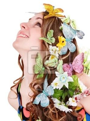 Девушка с бабочки и цветы на голове. Весна волосы.