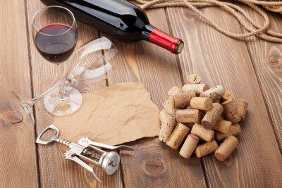 Картина Бокал красного вина, бутылка и штопор на деревенский деревянный стол