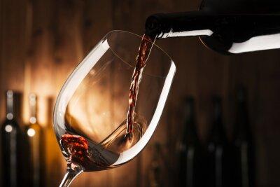 Картина стакан с красным вином