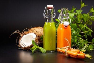 Картина Очки с свежие овощные и фруктовые соки, изолированных O