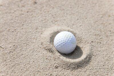 Картина Мяч для гольфа в песке ловушки