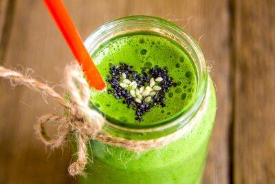 Картина Зеленый коктейль с сердцем семян