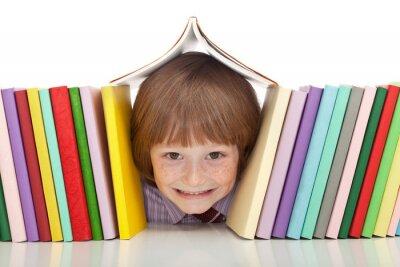 Картина Счастливый мальчик с красочных книг