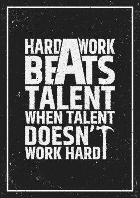 Картина Тяжелая работа бьет талант мотивационной вдохновляющую цитату на фоне гранж.