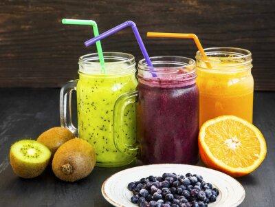 Картина Здоровые соки напитки с киви, черники и апельсина