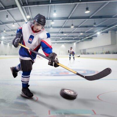Картина Хоккеист бросает шайбу и нападения