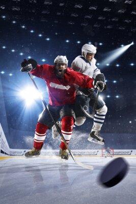 Картина Хоккеисты бросает шайбу и атаки