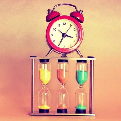 Картина песочные часы и будильник