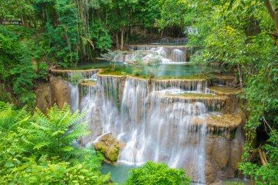 Картина Хуай Мэй Khamin водопад в провинции Канчанабури, Таиланд.