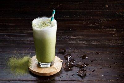 Картина замороженный зеленый чай латте.