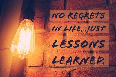Картина Вдохновенная и мотивационная цитата на фоне размытых лампочек с винтажным фильтром