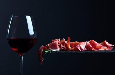 Картина хамон с красным вином