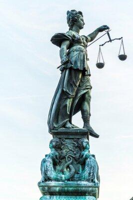 Картина леди правосудия в Франкфурт
