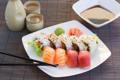 Картина обед с суши блюдо