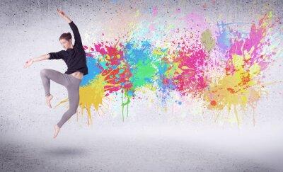 Картина Современная Уличная танцовщица прыгает с красочными брызгами краски