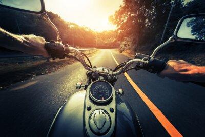 Картина Мотоцикл на пустой асфальтовой дороге