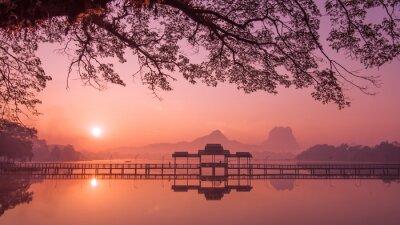 Картина Мьянма (Бирма) Пхаан озеро на рассвете. Азиатский ориентир и путешествия назначения