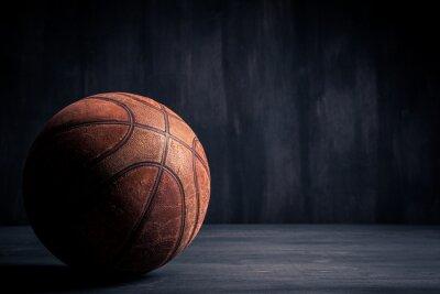 Картина Старый Баскетбольный мяч на черном фоне