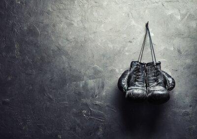 Картина Старые боксерские перчатки вешать на гвоздь на стене текстуры