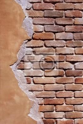 Старые кирпичные стены