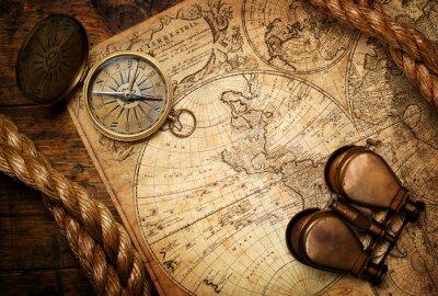 Картина старый компас, бинокль и веревку на урожай карте