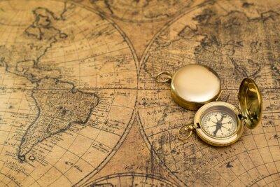 Картина старый компас на урожай карте
