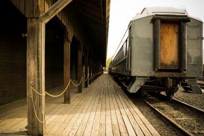 Картина Старый поезд на станции