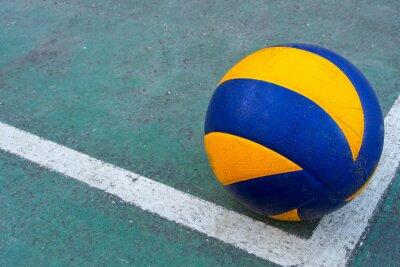 Картина Старый волейбол на грязном дворе