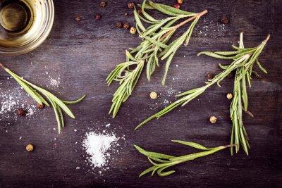 Картина Оливковое масло с розмарином, перцем и солью. Средиземноморские ингредиенты.