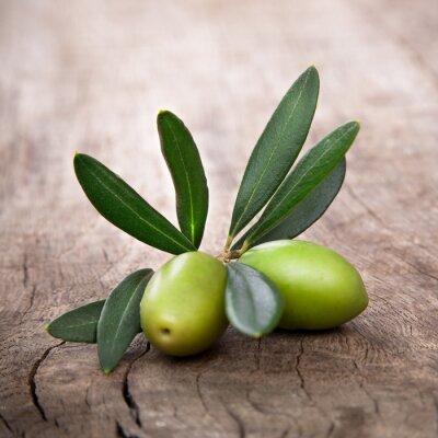 Картина оливки с листьями