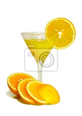Апельсиновый сок на белом фоне с резки оранжевый