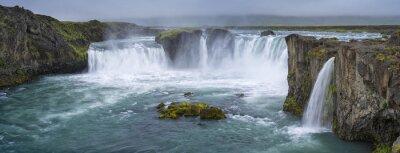Картина Панорама водопада с облаками в Исландии