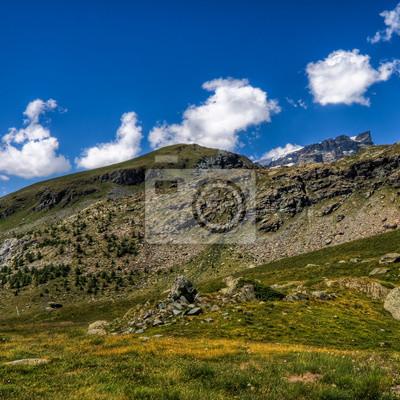 Панорама Валле-ди-Монтанья кон Cielo е Nuvole